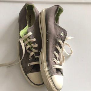 Converse sneakers like new Sz 10